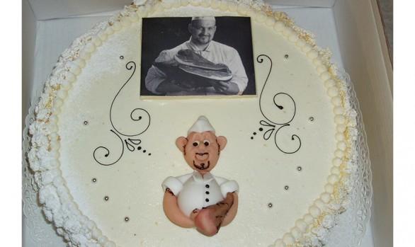 Geburtstagsstorte mit Marzipanverzierung Bäckerei Burgauner