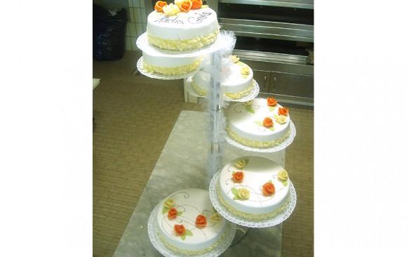 6stöckige Hochzeitstorte Bäckerei Burgauner