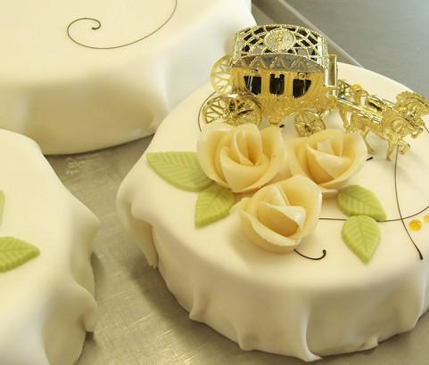 Hochzeitstorte mit Kutsche der Bäckerei Burgauner