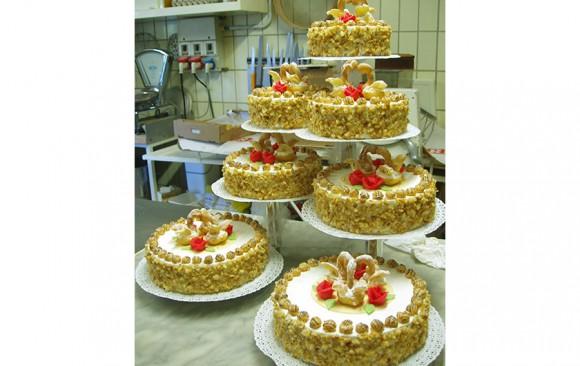 Mehrstöckige Hochzeitstorte Bäckerei Burgauner