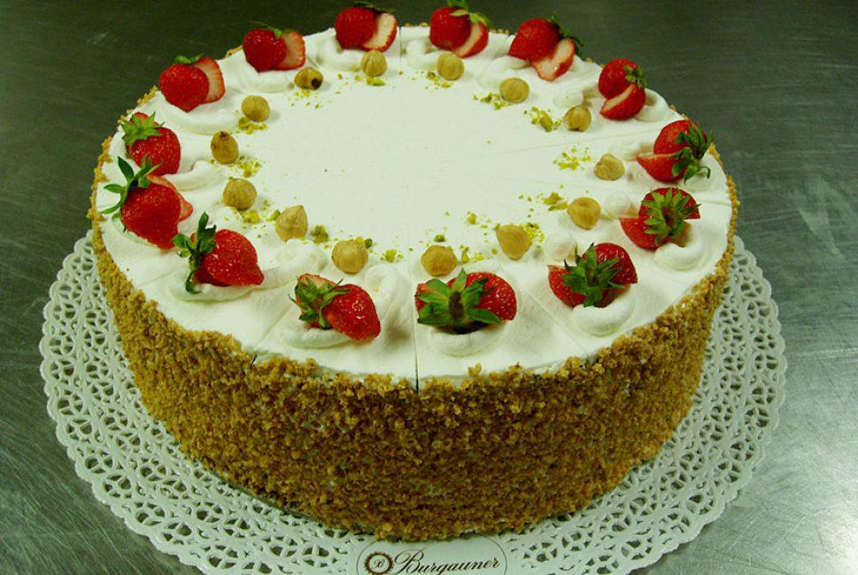 Erdbeer Mascarpone Torte Backerei Konditorei Burgauner